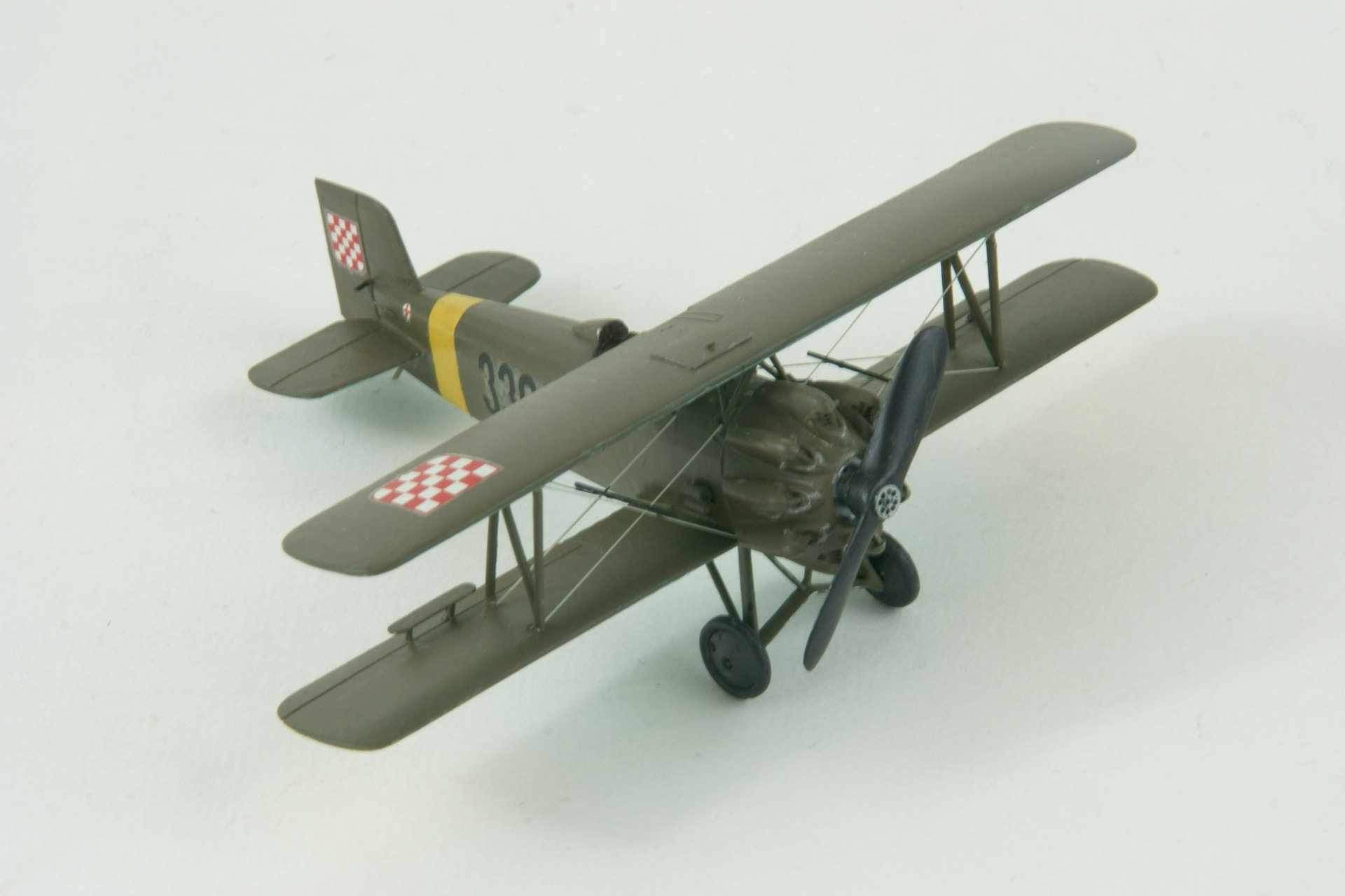 Avia bh 33e 4 1
